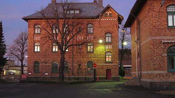 Storhusen mot Slakthusgatan är vackra med sitt gulröda tegel.